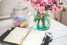 Staying organized during the holidays can be a chore. Keep the Christmas Spirit in check with great tips for staying organized at Christmas. Calendar Organization, Organization Hacks, Organizing Tips, Organized Mom, Getting Organized, Wedding Planning Timeline, Wedding Planner, Destination Wedding, Wedding Venues