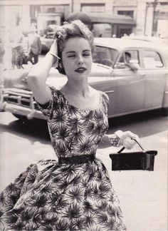 Love her printed dress, I want to be there right now x