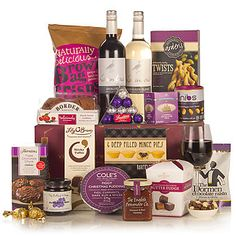 A vibrant Christmas hamper packed full of delicious Christmas treats they'll love. Find more of our stunning Christmas hampers in time for Christmas Traditional Hampers, Wicker Hamper, Christmas Hamper, Blueberry Jam, Mince Pies, Chocolate Coating, Experience Gifts, Christmas Pudding, Gift Hampers