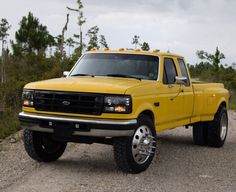 Sharp Looking Yellow Ford Dually With Just The Right Amount Of Customizing Without Being Gouty.