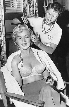 Sur le tournage de The Seven Year Itch - Divine Marilyn Monroe Hollywood Glamour, Classic Hollywood, Old Hollywood, Rare Marilyn Monroe, Marilyn Monroe Photos, Marylin Monroe Body, Marilyn Film, Divas, Pinup
