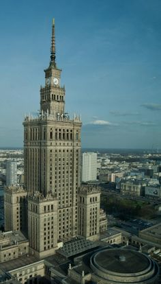 Amazing piece of Stalinist architecture towers over modern Warsaw, Poland