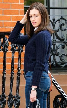 Anne Hathaway Photos - Anne Hathaway On The Set Of 'The Intern' - Zimbio