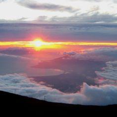 Mount Haleakala, Maui, Hawaii. Gorgeous sunrise view. I want to go biking down it next time!