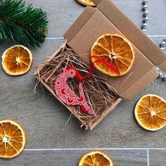 Вы уже начали готовиться к Новому году?! Наша подготовка идет полным ходом! И вот знакомим вас с чудесным новогодним подарком: подвеска на елку в стильной крафтовой коробочке! Маленький новогодний подарок с душой  Стоимость 160 руб. Доставка по всей России! ✈️ #gifts #handmade #gift #matreshkabox #подарок #подарки #giftbox #длянего #чтоподарить #длянее #зож #деньрождение #подарокнаденьрождение #лучшийподарок #подарокдлядевушки #подарокдлянего #подарокдлянее #матрешкабокс #новыйгод…