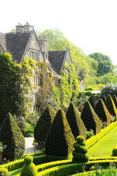 Abbey House | Manor Home Gardens