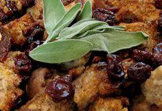 Cranberry Macadamia Stuffing - #thanksgivinrecipes #stuffingrecipes