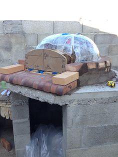 Construction du Four à pain/pizza - Mon four à pain en briques réfractaires Churros, Build A Pizza Oven, Pain Pizza, Four A Pizza, Fake Fireplace, Outdoor Oven, Construction, Recycling, Outdoor Decor