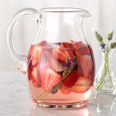 Strawberry-Lavender Infused Water A little bit of lavender goes a long way, so be sure not to overdo it! This pretty combo screams summer, but you can also dry out the lavender and enjoy this anytime. Best Flavored Water, Cucumber Infused Water, Flavored Water Recipes, Strawberry Infused Water, Drink Recipes, Sangria Recipes, Tea Recipes, Mint Water, Recipes
