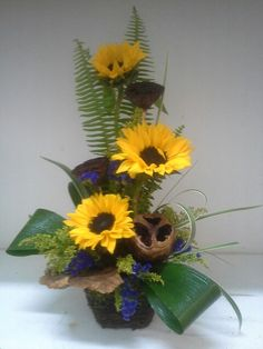 Sunflowers with pods and greens. Sunflower Arrangements, Ikebana Arrangements, Fall Arrangements, Beautiful Flower Arrangements, Arte Floral, Flower Show, Flower Art, Sunflowers And Daisies, Church Flowers