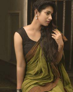 Beautiful Saree, Beautiful Outfits, Beautiful Clothes, Indian Heritage, Fancy Sarees, Buy Sarees Online, Saree Styles, Girls Image, India Beauty