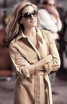 sunglasses - brown casual dress --- Sarah Jessica Parker - SATC - Carrie Bradshaw - set - sex and the city Carrie Bradshaw Estilo, Carrie Bradshaw Outfits, Sarah Jessica Parker, City Style, Her Style, Vogue, Style Preppy, Newspaper Dress, City Outfits