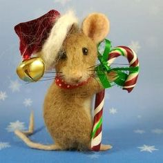 needle felted Chistmas mouse