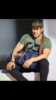 Salman Khan tops the Forbes richest list of Salman Katrina, Salman Khan Wallpapers, Dark Haired Men, Salman Khan Photo, Shahrukh Khan, National Film Awards, Star Images, Handsome Actors, Handsome Celebrities
