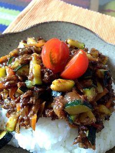 ミートソースのアレンジレシピです! - 16件のもぐもぐ - 夏野菜ドライカレー by kanaya