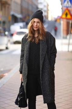 http://becauseimaddicted.net/2012/11/outfit-inspo-supersize-my-coat.html#