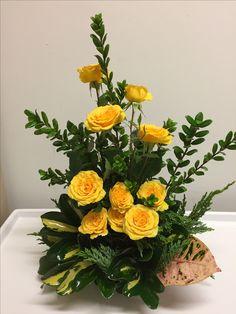 Yanet Altar Flowers, Home Flowers, Church Flowers, Beautiful Rose Flowers, Large Flower Arrangements, Flower Arrangement Designs, Flower Vases, Deco Floral, Arte Floral