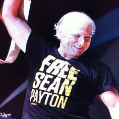 Jimmy Buffet wearing free sean payton shirt!