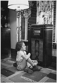Old Time Radio. I was born in I loved listening to The Lone Ranger, Amos and Andy, The Shadow, Ozzie and Harriet, and so many others. Radios, Lps, 1950s Radio, Film Movie, Photo Vintage, Vintage Tv, Vintage Beauty, Old Time Radio, Antique Radio