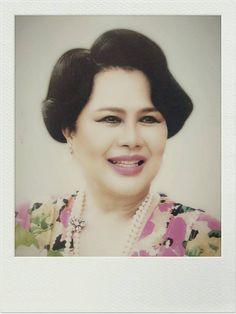 Hm The Queen, Her Majesty The Queen, King Queen, King Rama 9, Queen Sirikit, Thailand Photos, Bhumibol Adulyadej, Queen Elizabeth, Royalty
