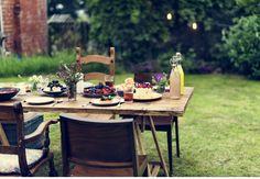 Es wird grün und lebendig! Unsere Garten-Tipps fürs Frühjahr - DESMONDO Tropical Design, Outdoor Furniture Sets, Outdoor Decor, Table Decorations, Interior Design, Home Decor, Inspiration, Morning Coffee, Green Lawn