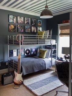 teenagerzimmer-für jungs etagenbett metallgestell-deckengestaltung muster streifen