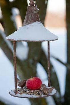 bird feeder with apple from Sweden Minna Mercke Schmidt on Blomsterverkstad blog