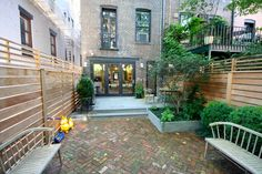 Brownstone Backyard and Garden Designer House Landscape, Garden Landscape Design, Landscape Architecture, Brooklyn Backyard, End Terrace House, Townhouse Garden, Brick Paving, Garden Fencing, Backyard Landscaping