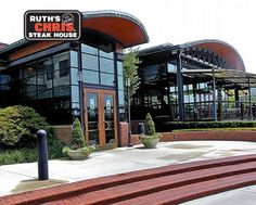 Ruths Chris Steak House Steak Dinners For Two, Lakeside Dining, Lakeside Restaurant, Ruth Chris, Tennessee, Mansions, House Styles, Manor Houses, Villas