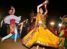 Navratri: The world's longest dance Festival from October in Gujarat Navratri Garba, Navratri Festival, Fairs And Festivals, Indian Festivals, Hindu Festivals, Chennai, Sri Lanka, Garba Dance, Cochin