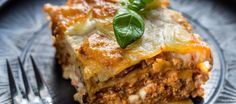 In a land as diverse as Australia, there's a lot of local food to put on your plate. Check out our list of Australian food: 40 dishes locals call their own. Aussie Food, Australian Food, Beef Lasagne, Easy Lasagna Recipe, Lasagna Recipes, Pasta Alla Carbonara, Good Food, Yummy Food, Seitan