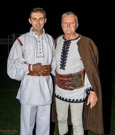 Folk Embroidery, Learn Embroidery, Embroidery Patterns, Folk Costume, Costumes, Romanian Flag, The Beautiful Country, Embroidery Techniques, Traditional Outfits