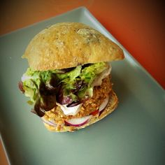 Hamburguesa de garbanzos y nueces Curry, Albondigas, Fritters, Vegan Recipes, Vegan Food, Hamburger, Clean Eating, Chicken, Ethnic Recipes
