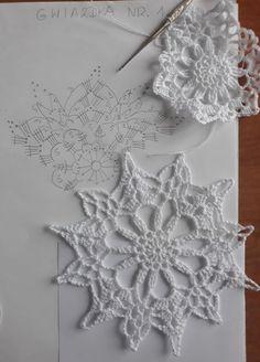 New crochet christmas snowflakes pattern cross stitch ideas Mandala Au Crochet, Crochet Snowflake Pattern, Crochet Stars, Crochet Circles, Crochet Motifs, Christmas Crochet Patterns, Holiday Crochet, Crochet Snowflakes, Crochet Diagram