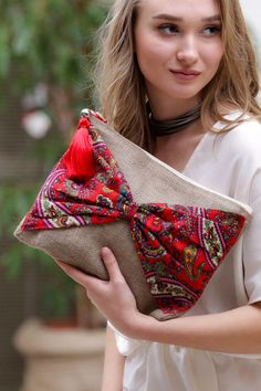 Brown floral clutch bohemian clutch boho bag women handbag gift for her bohochic clutch Fabric Purses, Fabric Bags, Diy Pouch No Zipper, Diy Sac, Potli Bags, Embroidery Bags, Boho Bags, Jute Bags, Handmade Bags