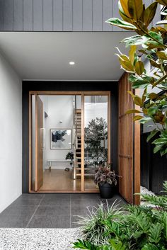 Front Glass Door Entrance Porches Ideas For 2019 Timber Front Door, Modern Front Door, House Front Door, House With Porch, House Doors, House Entrance, Entrance Doors, House Cladding, Exterior Cladding