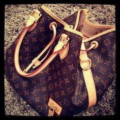 Louis Vuitton, I want this bag soooo bad!!