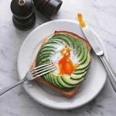 いいね!5,718件、コメント15件 ― Masaki Higuchiさん(@higuccini)のInstagramアカウント: 「avocado toast . 今朝はアボカドラピュタパン。今回はパンとアボカドの間にベーコンを敷いて . #アボカドラピュタパン #ラピュタパン #ジブリ飯 #ご馳走ラピュタパン…」