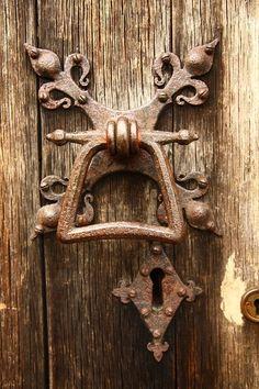 Antique Door Knockers, Door Knockers Unique, Old Door Knobs, Door Knobs And Knockers, Door Handles, Door Latches, Door Pulls, Cool Doors, Unique Doors