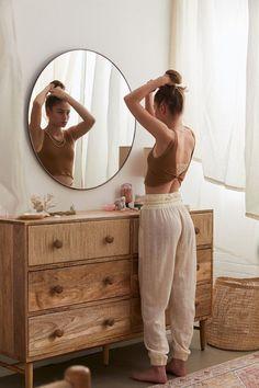 #slaapkamer #ladekast Mirrors Urban Outfitters, Urban Outfitters Bedroom, Urban Outfitters Apartment, Room Ideas Bedroom, Home Decor Bedroom, Bedroom Signs, Bedroom Ideas For Small Rooms, Bedroom Bed, Master Bedrooms