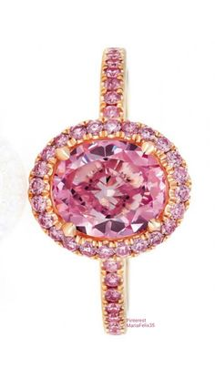 Rosamaria G Frangini | My PINK Jewellery | De Beers Aura Oval Ring