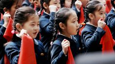 Vitaly Mansky verbrachte zwei Monate in Nordkorea, um einen Film über die 8-jährige Zin-Mi zu drehen. Jede Szene war vorgegeben, doch ein Mal zeigte das Mädchen Gefühle.