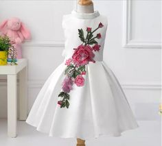 image 98, Woman Clothing, Kind Mode, Kids Wear, Baby Dress, Ideias Fashion, Kids Outfits, Gowns, Embroidery