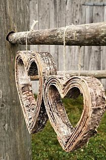 look like steamed and shaped layers of birch bark . Birch Bark Crafts, Wood Crafts, Diy And Crafts, Birch Bark Decor, Wood Bark, Heart In Nature, Heart Art, I Love Heart, Happy Heart