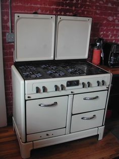 1938 CREAM & BLACK ENAMEL KITCHEN STOVE/RANGE/GAS