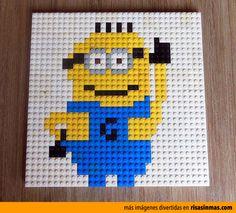 Minion hecho con piezas de LEGO.