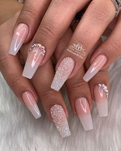 Sparkles and nails come together! Nail art designs for long nails and for short nails are complemented by several artists in various cities. Ombre Nail Designs, Acrylic Nail Designs, Nail Art Designs, Solid Color Nails, Nail Colors, Cute Nails, My Nails, Fancy Nails, Trendy Nails