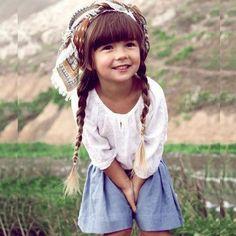 #stealthelook #look #looks #streetstyle #streetchic #moda #fashion #style #estilo #inspiration #cores #Boho #Kids #bata #camisa #branco #azul #Lenco #saia #fashionkids #littlefashionistas