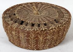 AMERICAN INDIAN COVERED BASKET, RAFFIA TWINE, PINE NEEDLES, SEED PODS, CORN PATTERN, H 3, DIA 9:Might be Seminole southern territory