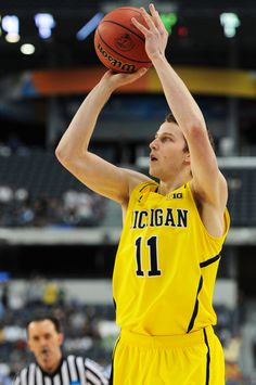 Michigan basketball opens as 2-point favorite over Syracuse for Final Four in Atlanta